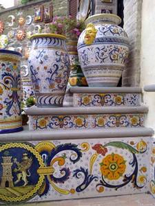 """Ceramiche di Deruta con il tradizionale disegno """"Raffaellesco"""""""